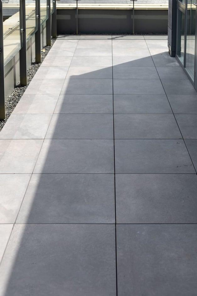 external-terrace-with-porcelain-tiles-2